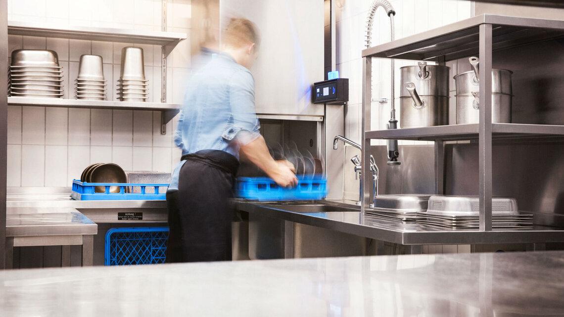 Küchenausstattung mit Haubenspülmaschine bringt The Grill auf ...